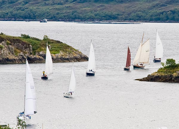 The yachts head for Kyle before turning for Skya again